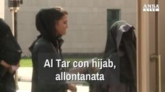 Al Tar con hijab, allontanata