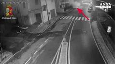 Bomba contro noleggio auto a Nuoro, 3 arresti