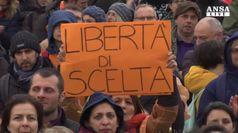 'No vax' in piazza a Roma: 'siamo per la libera scelta'
