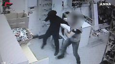 Pomezia, i carabinieri arrestano due rapinatori